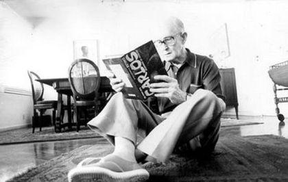 """""""Boca de Luar"""" é a última coletânea de crônicas  publicada por Drummond (1902-1987)"""
