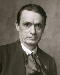 Rudolf Steiner (1861-1925) foi filósofo, educador, artista e esoterista. Foi fundador da Antroposofia, da Pedagogia Waldorf, da agricultura biodinâmica, da medicina antroposófica e da Euritimia