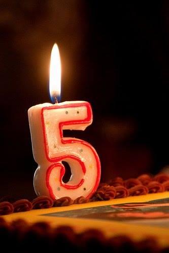 Neste mês de maio, o blog Verbo de Ligação completou cinco anos de idade. Agradeço aos leitores, meus parceiros de aventura. Sempre bem-vindos! Beijo, Onides.