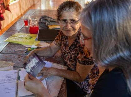 Dona Alda me recebeu na varanda de sua casa (Foto: Arison Jardim)