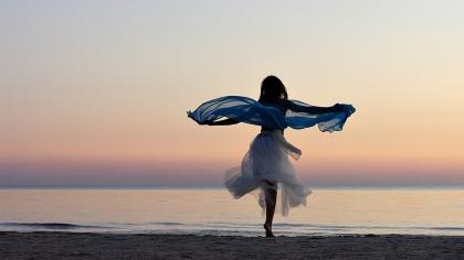 dancing-on-the-seashore